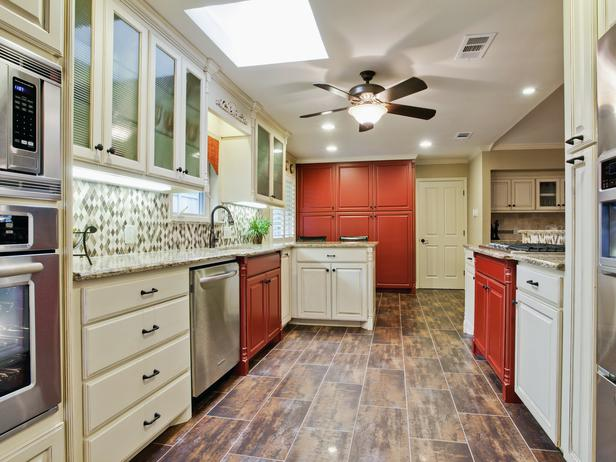 RS_Barbara-Gilbert-Traditional-White-Red-Kitchen_s4x3_lg