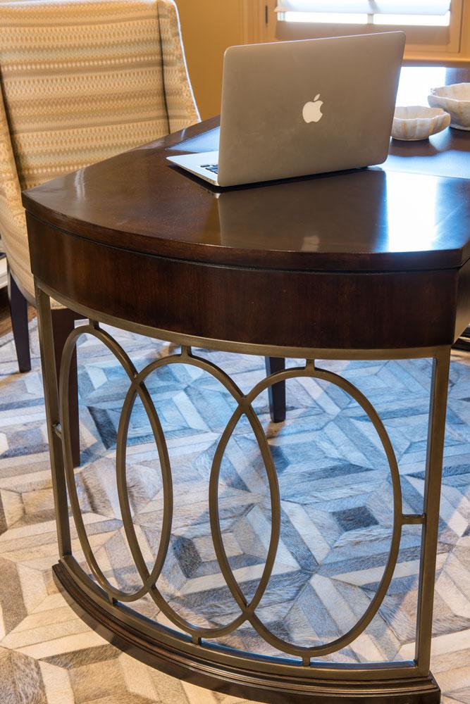 las-colinas-irving-designer-office-table