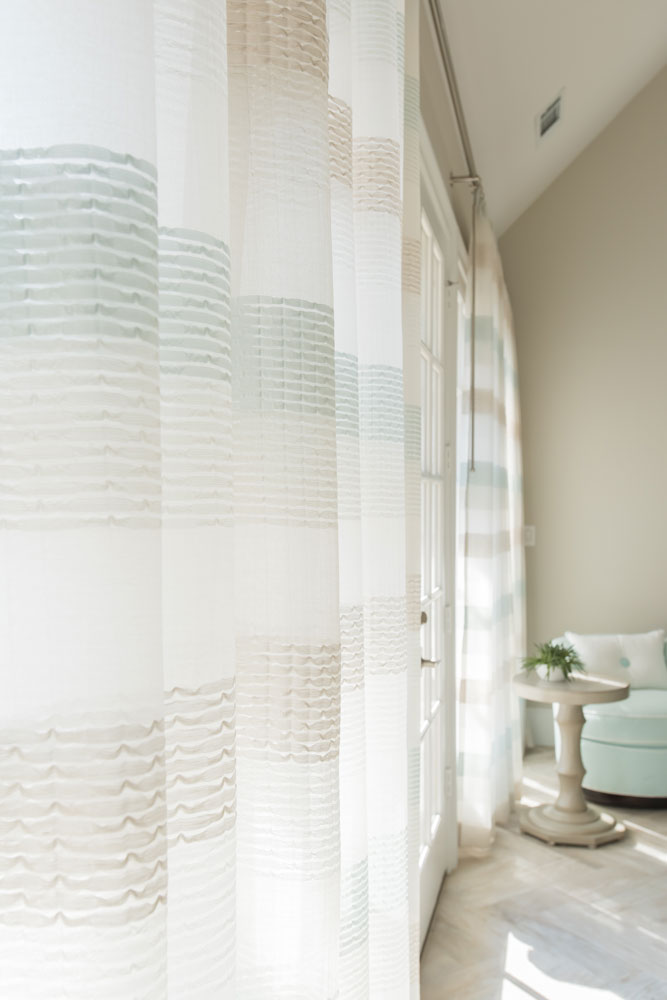 window-treatment-living-area-fairview