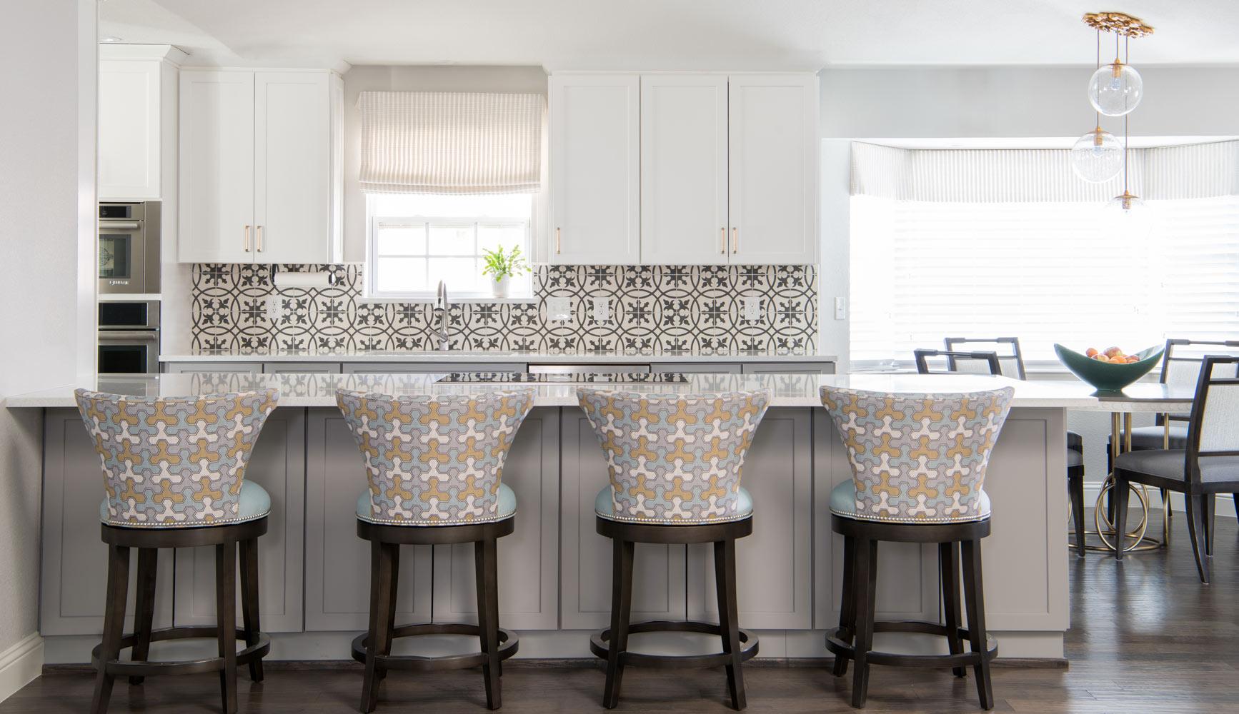 transitional-decor-dallas-kitchen-island-chairs