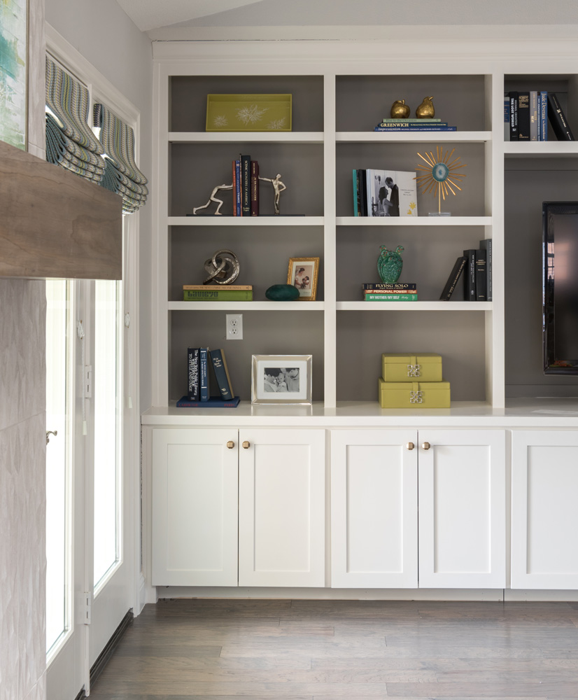 transitional-decor-dallas-living-room-cabinets
