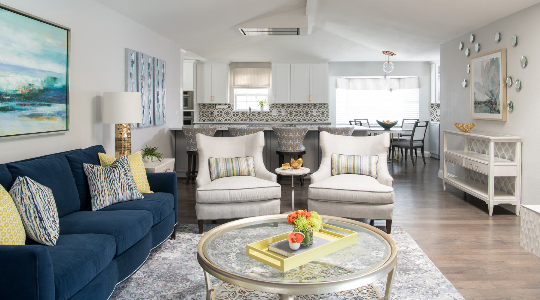 Transitional d cor done right in dallas interior design - Images of living room decor ...