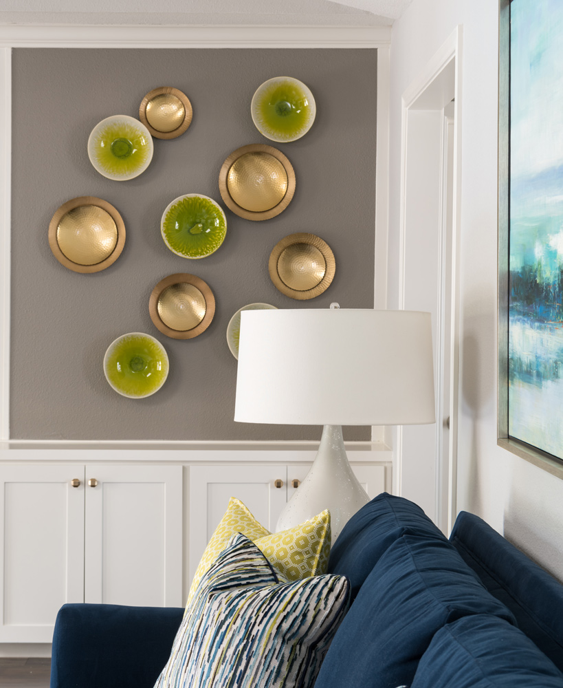 transitional-decor-dallas-living-room-wall-decor
