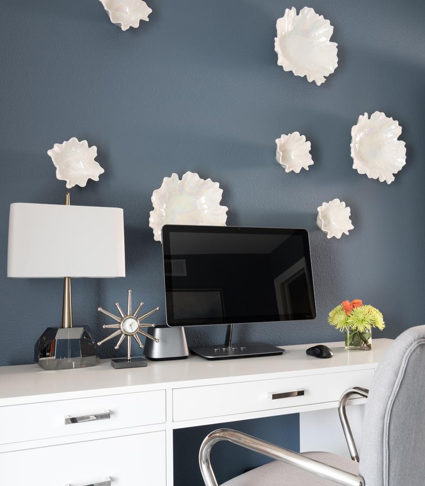 transitional-decor-dallas-study-room-wall-decor